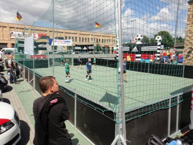 soccer court mieten in berlin soccercourt im verleih. Black Bedroom Furniture Sets. Home Design Ideas