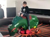 Dinoreiten ähnlich wie Bullriding mieten